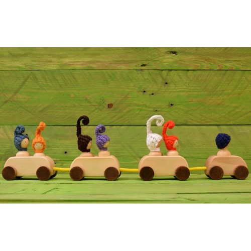Tren cu trei vagoane cu figurine detaşabile
